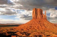 Buttes do vale do monumento com nuvens Imagem de Stock