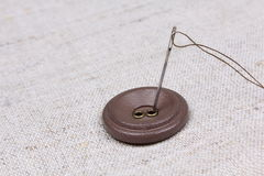 Button and needle with a thread Royalty Free Stock Photos