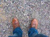 buty, cajgi i żwir, Zdjęcie Stock