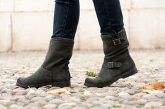 Buty dla kobiety kobieta Fotografia Royalty Free