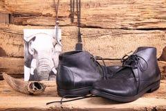 Buty i różnorodne rzeczy na starym tle fotografia royalty free
