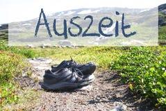 Buty Na Trekking ścieżce, Auszeit sposobów przestój zdjęcie stock