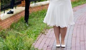 Buty państwo młodzi przy brukiem Zdjęcie Stock