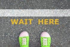 Buty stoi przy czekanie linią Zdjęcie Stock