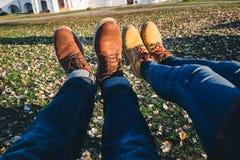 Buty z kolory żółci spadać liśćmi w jesieni Obraz Stock