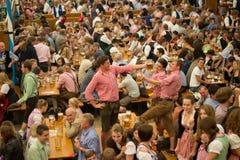 Buveurs de bière d'Octoberfest Munich 2012 photo stock