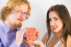buying couple happy house new стоковая фотография