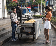 Buying street food, Shanghai Royalty Free Stock Photos