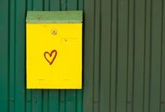 Buzón amarillo Imágenes de archivo libres de regalías