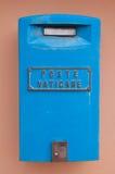 Buzón azul en estado del Vaticano Imagen de archivo