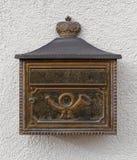Buzón con el posthorn Foto de archivo