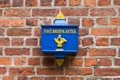 Buzón de correos retro en la Alemania Imágenes de archivo libres de regalías