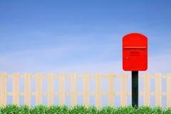 Buzón de correos rojo foto de archivo libre de regalías