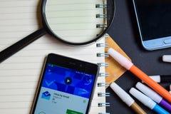 Buzón de entrada por Gmail App en la pantalla de Smartphone fotografía de archivo
