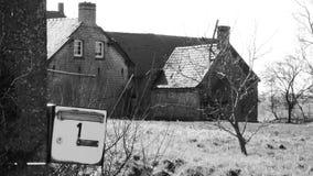 Buzón de una granja vieja foto de archivo