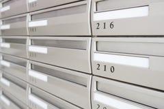 Buzón del metal con número de habitación Imágenes de archivo libres de regalías