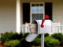 Buzón delante de una casa Fotos de archivo libres de regalías