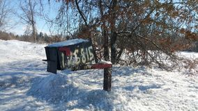 Buzón rural en el invierno fotografía de archivo
