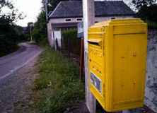 Buzón rural en Francia imagen de archivo