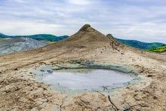 Buzau, Paclele mari, Румыния: Ландшафт с тинным вулканом стоковые изображения