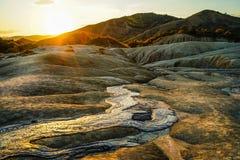 buzauen medförda utbrott gases vulkan för lilla strukturer för mud den romania formade vulkaniska Arkivbilder