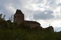 Buzd Versterkt Kerk en Dorp, Roemenië Stock Fotografie