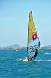 Buzios Brazylia, Luty, - 24, 2013 Windsurfing lekarz praktykujący Obraz Stock