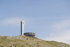 Buzludjamonument op heuvel stock fotografie