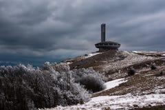Buzludzha - el edificio búlgaro del Partido Comunista abandonado, pico de Hadji Dimitar imágenes de archivo libres de regalías