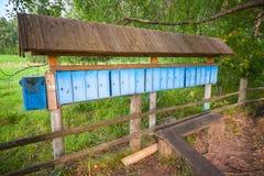 Buzones azules viejos en fila Foto de archivo libre de regalías