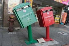 Buzones de correos que se inclinan en el distrito de Zhongshan, Taipei Imágenes de archivo libres de regalías