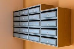 Buzones en un edificio de apartamentos foto de archivo libre de regalías