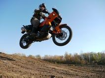 Buzuluk,俄罗斯- 2010年9月25日:骑在t的摩托车 免版税库存图片