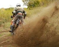 Buzuluk, Rússia - 25 de setembro de 2010: montando a motocicleta em t Fotos de Stock Royalty Free