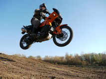Buzuluk, Rússia - 25 de setembro de 2010: montando a motocicleta em t Imagem de Stock Royalty Free