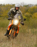 Buzuluk Rosja, Wrzesień, - 25, 2010: jechać motocykl w t Obraz Royalty Free