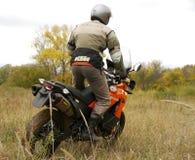 Buzuluk Rosja, Wrzesień, - 25, 2010: jechać motocykl w t Zdjęcie Stock