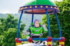 Buzz l'Eclair dans le défilé de jour dans Disneyland Hong Kong photo libre de droits