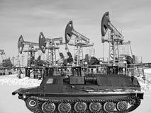 BW do tanque de petróleo foto de stock