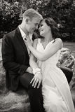 Bw felice della sposa dello sposo di giorno delle nozze delle coppie della persona appena sposata Fotografie Stock