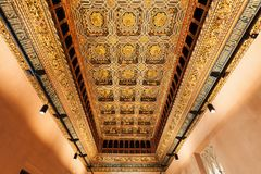 być aljaferia alteracj banu budująca wieków wieka dynastia podążać fortyfikującego mieścącego hud Zaragoza był wznawiałem islamsk Fotografia Stock