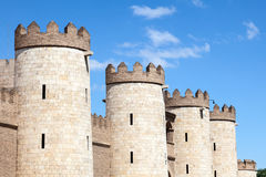 być aljaferia alteracj banu budująca wieków wieka dynastia podążać fortyfikującego mieścącego hud Zaragoza był wznawiałem islamsk Fotografia Royalty Free