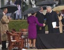 Były Prezydent USA Bill Clinton trząść ręki z Laura Bush podczas uroczystej ceremonia otwarcia William J Clinton Presiden Zdjęcie Stock