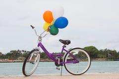 Bycicle和气球 库存图片
