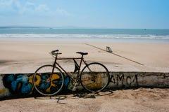 Bycicle около пляжа в Essaouira, Марокко стоковое изображение rf