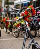 Bycicle de Amsterdão, ícone holandês, em um enviroument exterior Imagens de Stock