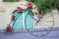 bycicle et fleurs photo stock