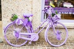 Bycicle lilás Fotos de Stock Royalty Free