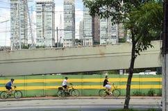 Bycicle-Reiter in Sao Paulo stockbilder