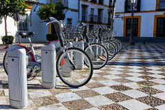 Bycicles elétrico no aluguel fotografia de stock